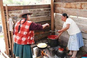 Quechua women cooked a yummy lunch.
