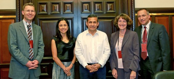From left to right – Dr. Jens Hassfeld, the First Lady Sra. Nadine Heredia, President of Peru Ollanta Humala Tasso and the medical missionary couple  Dres. Klaus and Martina John.
