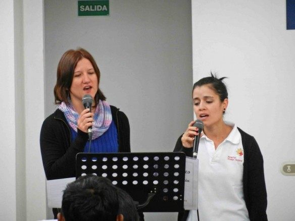 Gabriele Wall singing in the morning service. On the right, Belen Giesbrecht from Argentina.