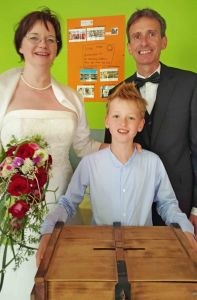 The bride and the bridegroom with their son Paul-Ferdinand